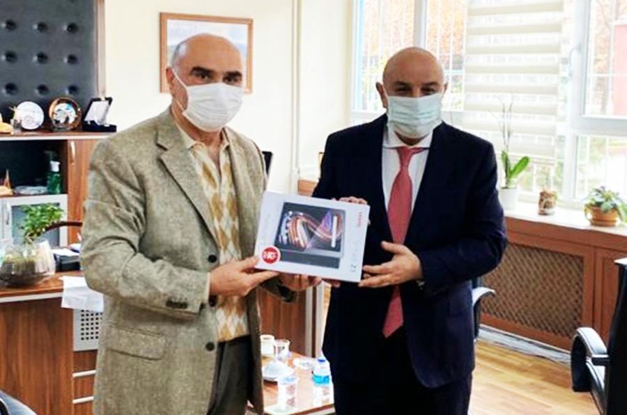 Başkan Altınok'tan uzaktan eğitime tablet hizmeti