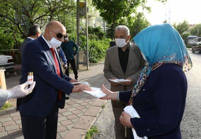 Keçiören Belediyesi 1 milyon adet maske, 100 bin şişe dezenfektan üretti ve dağıttı
