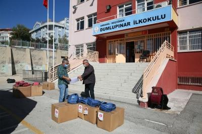 Keçiören Belediyesi öğrencilere çanta ve kırtasiye malzemesi hediye etti
