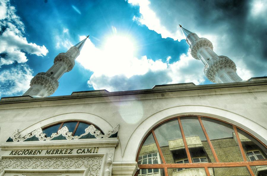 Keçiören`de cuma namazı kılınacak olan cami, okul bahçesi ve semt pazarları