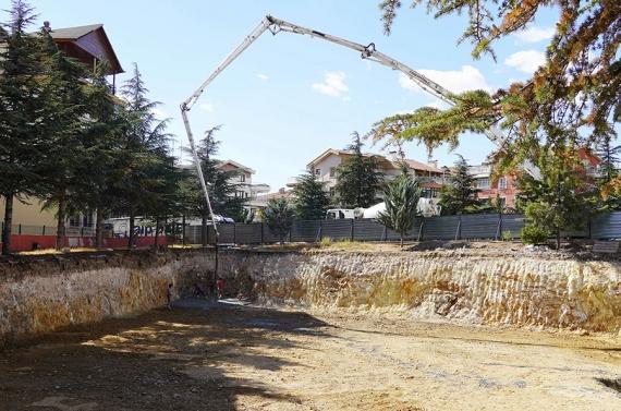 Ayvalı Gençlik Merkezi için ilk beton atıldı