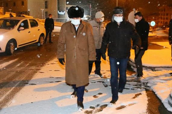 Başkan Altınok'tan sabahın ilk ışıklarına kadar kar mesaisi