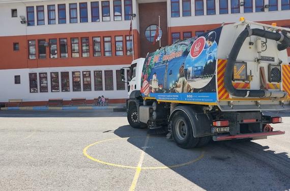 Keçiören'de yeni eğitim öğretim yılı için temizlik seferberliği