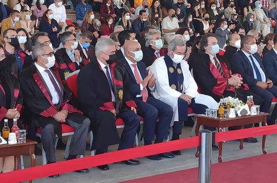 Mezuniyet töreninde Başkan Altınok`tan gençlere iş müjdesi!
